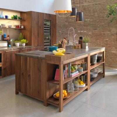 Küche Loft in Nussbaum wild mit Kochinsel.