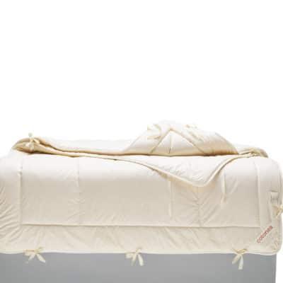 4-Jahreszeiten-Decke aus Bauwolle kbA mit Füllung aus Schafschurwolle kbT.