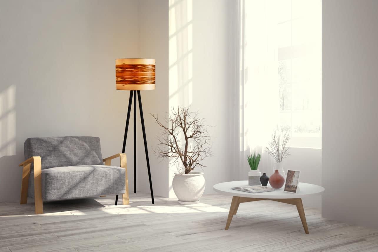 Stehleuchte Ligno mit Echtholz-Lampenschirm, Furnier Nussbaum Satin, an