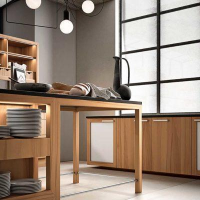 Massivholzküche Forma in Kernbuche geölt, Kochinsel mit großer Arbeitsfläche und integriertem Tisch