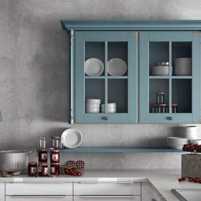 Massivholzküche Oldham in modernem Country-Look, Detail verglaster Hängeschrank