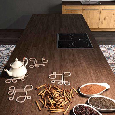 Massivholzküche Quantum in Wildeiche geölt mit kontrastfarbener Arbeitsplatte in Holz