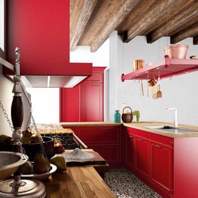 Massivholzküche Palma in modernem Landhauslook, Farbe Burgunderrot, Arbeitsflächen mit Hängevorrichtungen