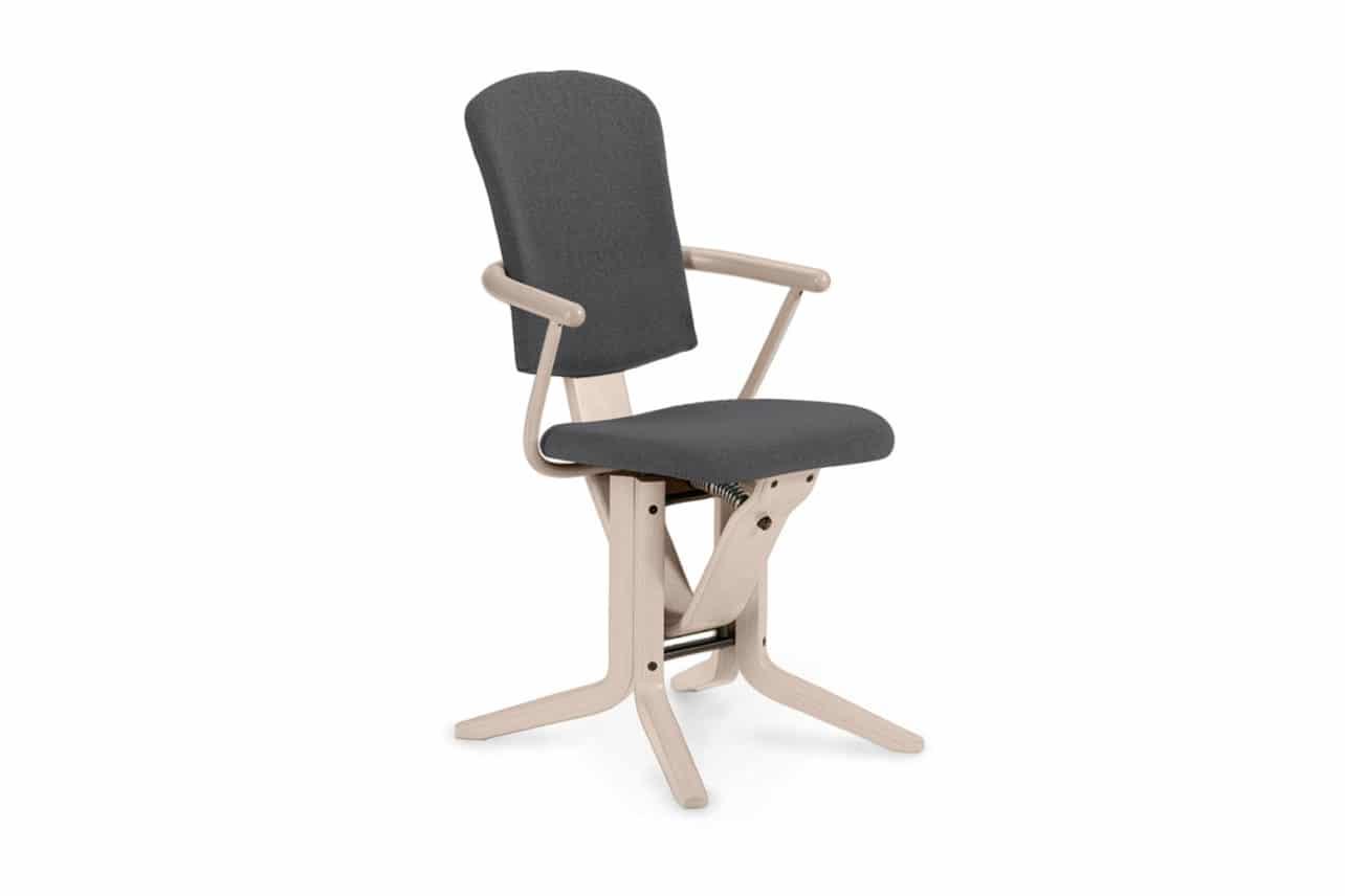 ergonomischer Esszimmerstuhl M19 mit hoher, gepolsterter Rückenlehne und Armlehnen
