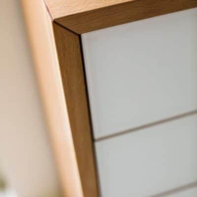 Lunettp Schubladenkommode mit Glasfront weiß matt.