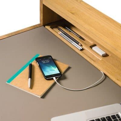 Sol Schreibtisch mit Ladefunktion in Eiche geölt.