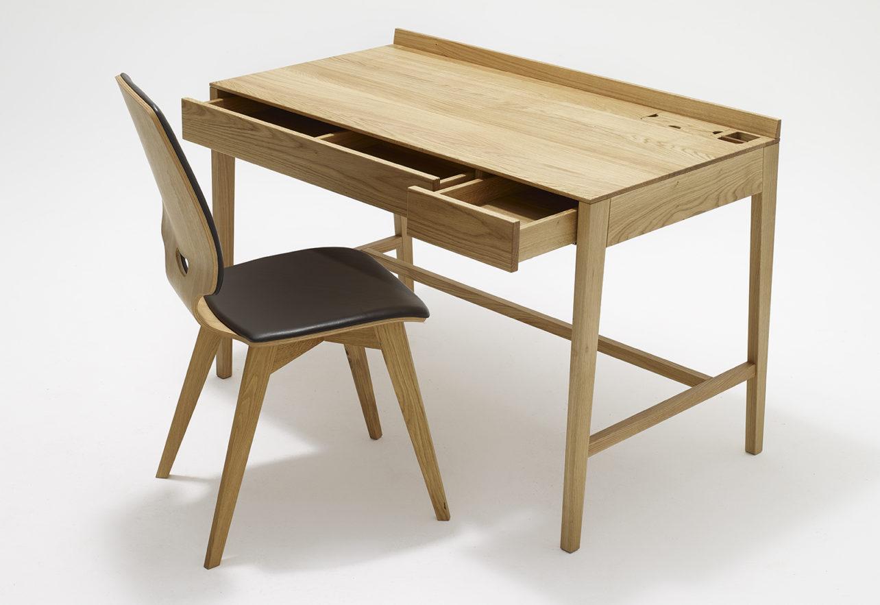 Theo desk1